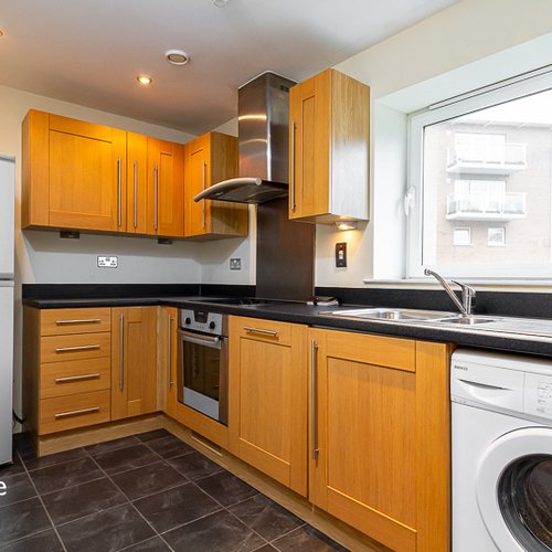 CENTURY WHARF CARDIFF BAY FURNISHED TWO BEDROOM GROUND FLOOR APARTMENT WITH TERRACE