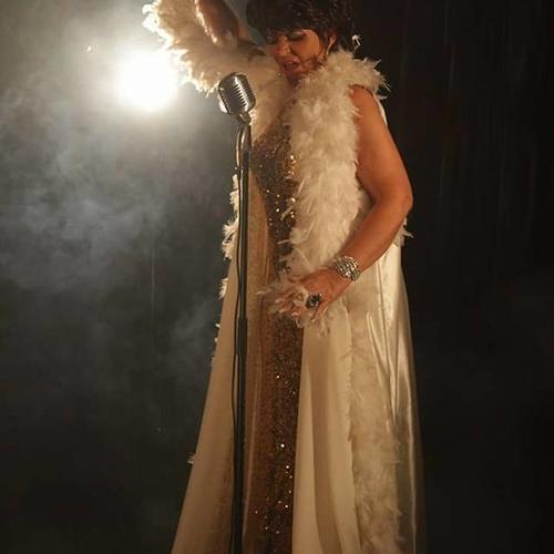 CAROLYNN MAY (Shirley Bassey)