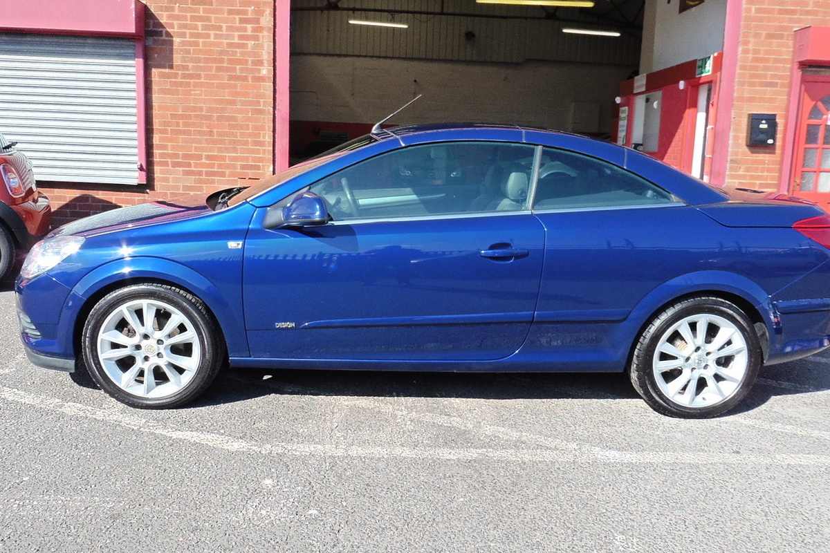Vauxhall Astra 1.8 i Design Twin Top 2dr - Full Vauxhall Service History!