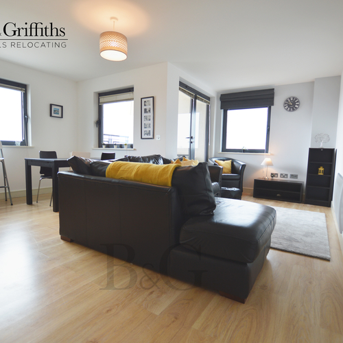 Renting In Cardiff - 2 Bedroom Apartment in Cardiff, Penthouse with Water and City Views