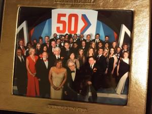 Newhouse School院长 Lorraine Branham(前排)与伦洁莹和其他49位杰出校友合照
