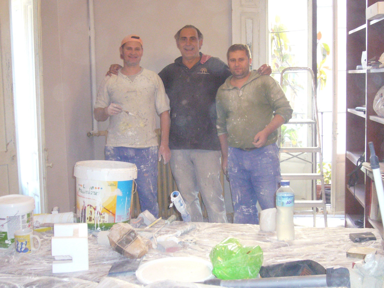 Marius, Gabi y yo en la reforma de mi casa.