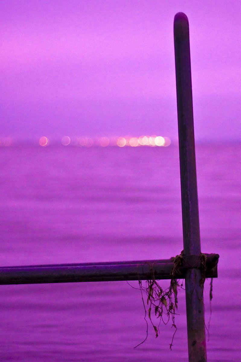 los habitantes de su imaginario pero real mundo, pueden todas las tardes contemplar unas nuevas puestas de sol, majestuosas