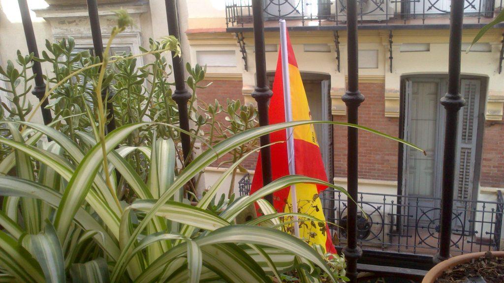 la bandera española en mi ventana