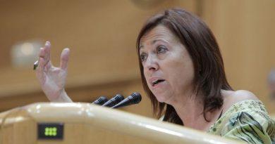 Montserrat Candini, una política que compagina la alcaldía con su escaño en el Senado por CIU.