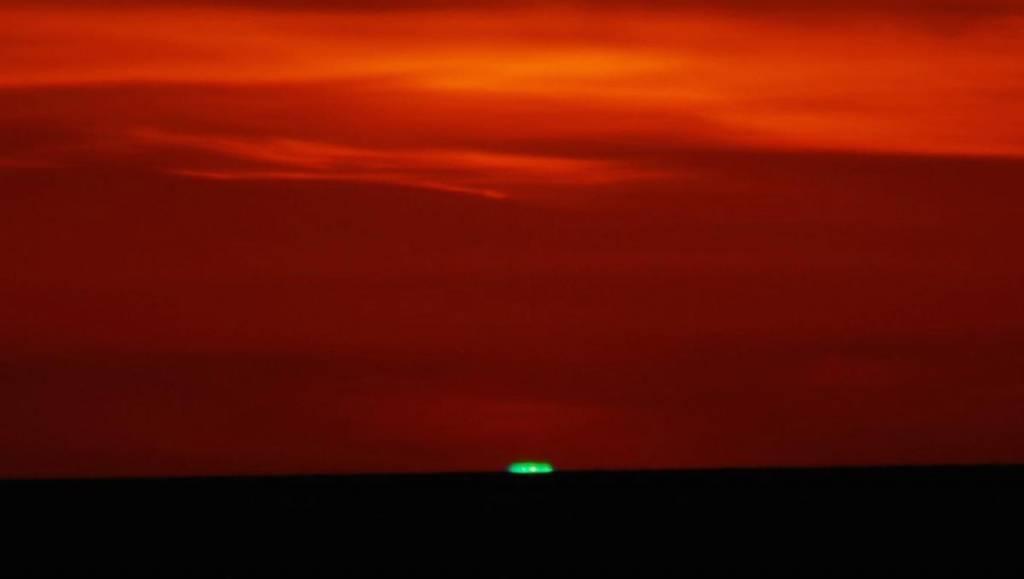 El rayo o resplandor verde en el Sol desde la isla de Lewis (Escocia)