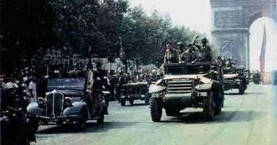 El halftrack Santander en el desfile oficial