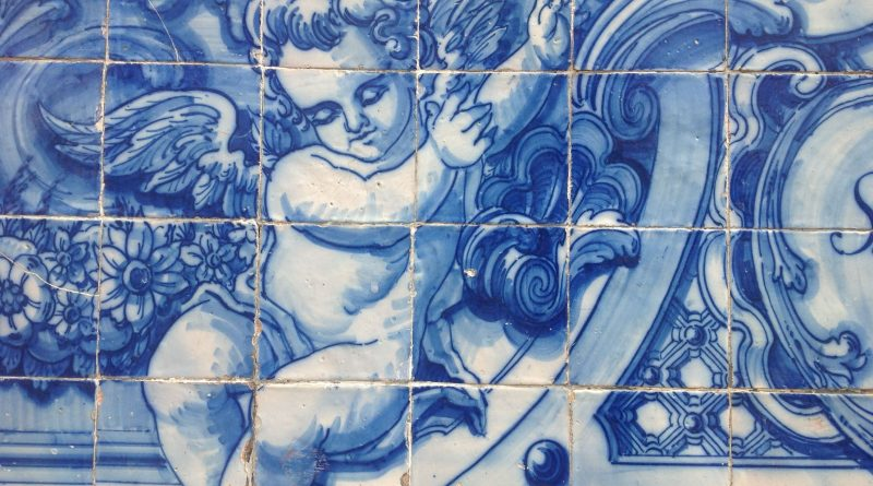 Un ángel músico del acervo cultural de la ciudad de Oporto. Foto del autor.