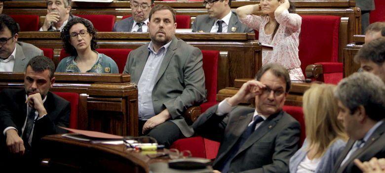 Junqueras y Mas en su Parlamento del País de Nunca Jamás