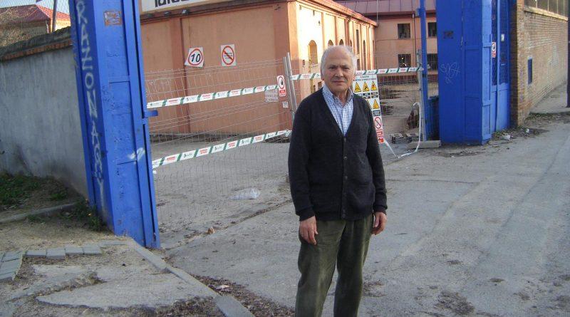Carlos Sánchez de Roda junto a los talleres de TAFESA