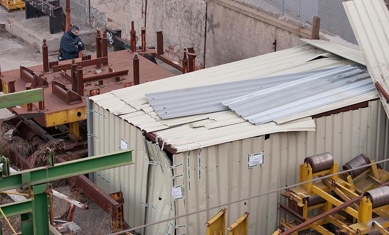 Foto 11.- El 8 de marzo, el cobertizo queda precintado y vigilado