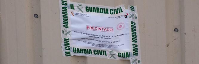 Foto 12.- Precinto de la Guardia Civil colocado en el cobertizo