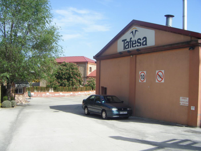 Foto 14.- Entrada al taller vigilada el 16 de mayo de 2012