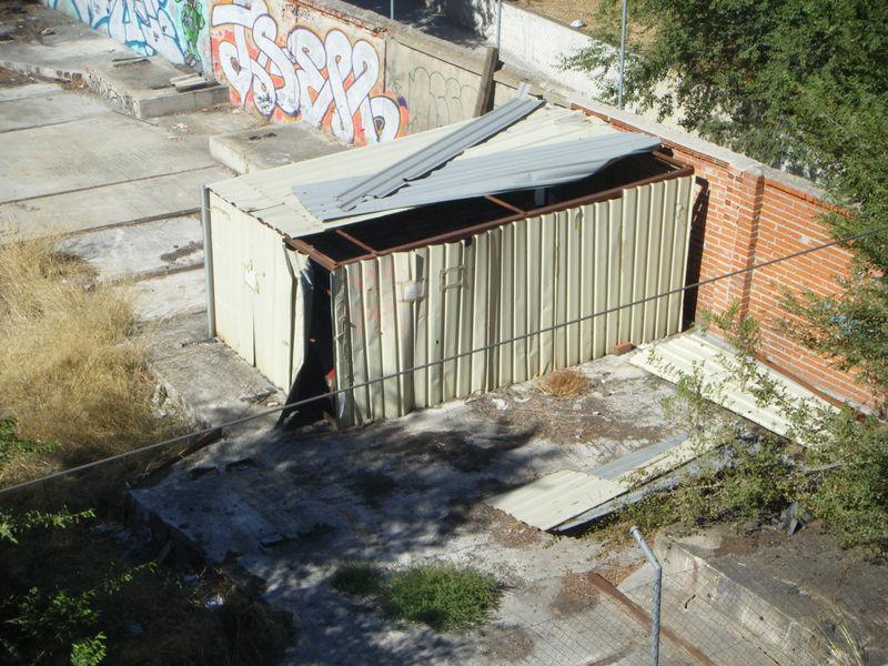 Foto 32.- El cobertizo que albergaba los restos del foco de Santa Eugenia el 16 de septiembre de 2013
