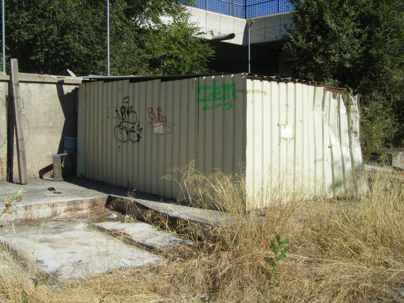 Foto 34.- El cobertizo que albergaba los restos del foco de Santa Eugenia el 16 de septiembre de 2013