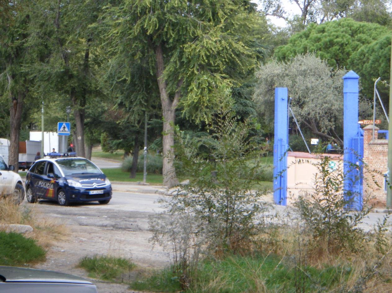 Foto 54.- El 23 de octubre hay vigilancia policial ante la puerta de Tafesa