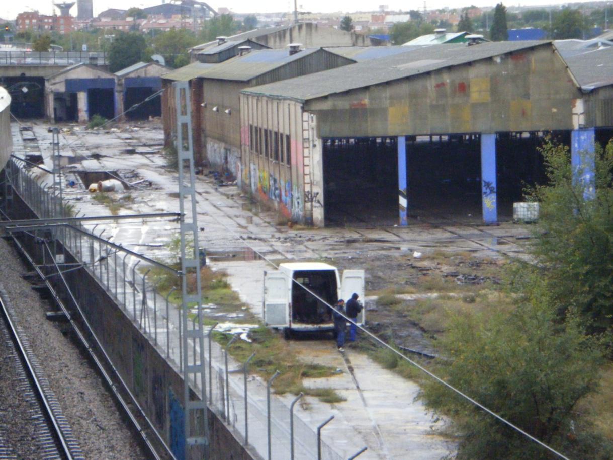 Foto 55.- El 25 de octubre, ya sin vigilancia policial, sigue el expolio del taller
