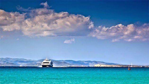 Ferry en el mediterráneo