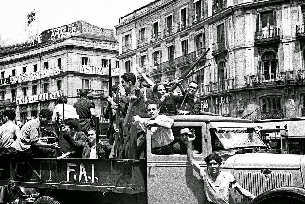 Milicianos anarquistas en camión en Puerta del Sol