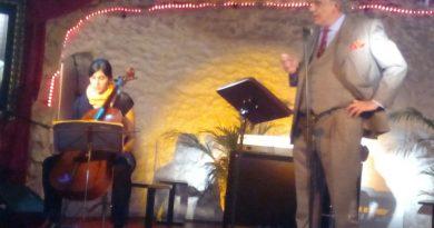 Un momento de la intervención de Manuel Artero en la Sala Polana en la Gala Benéfica organizada por Antonio Momzón