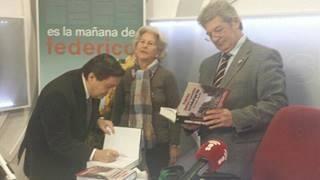 Curro de Utrilla con don Federico en los estudios de Es Radio