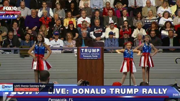 Donald Trump usa a niñas porristas para acto de campaña