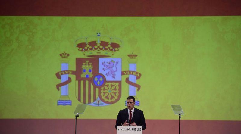 Sánchez ante la bandera española