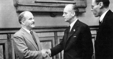 el-23-de-agosto-de-1939-se-firmaba-un-tratado-que-parecc3ada-imposible (1)