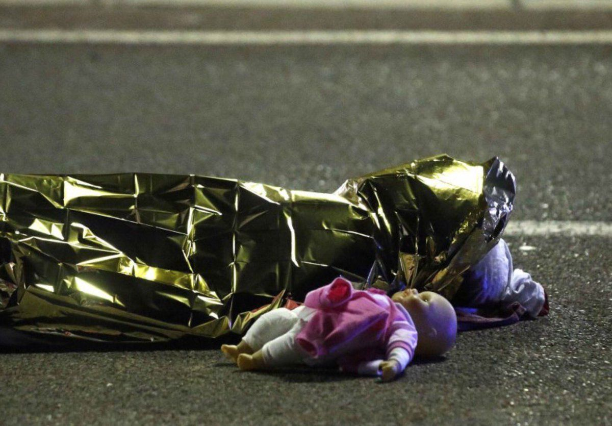 No debemos llamar solo terrorismo a lo q es ya una guerra abierta y declarada del yihadismo contra nuestra libertad