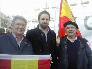 Curro de Utrilla junto a Santi Abascal y El Alféreç Diego, Grand Fijo del Lobo.