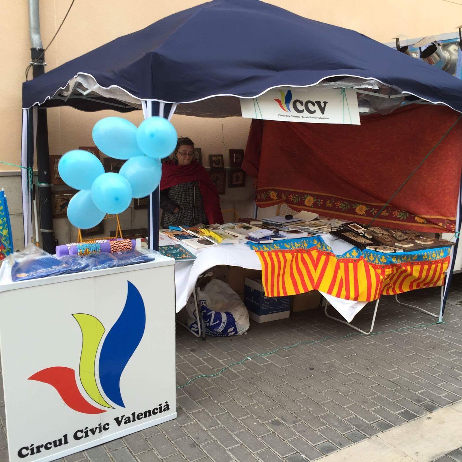 Puesto de información del Círculo Cívico Valenciano. Foto de Miguel Bosch