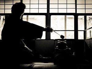 las-palabras-como-una-espada-pueden-herir-o-matar-del-mismo-modo-que-alguien-que-conoce-las-cualidades-de-una-espada-no-juega-con-ella-alguien-que-conoce-la-naturaleza-de-las-palabras-tampoc