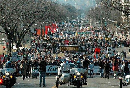 Multitudinaria Marcha por la Vida en Washington, desafiando al frío por el fin del aborto