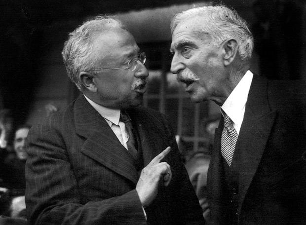 Niceto Alcalá-Zamora, presidente de la Segunda República, conversa con el presidente de la Generalitat de Cataluña, Francesc Macià, en 1931