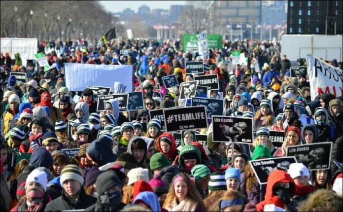 Una multitud recorre las calles de Washington en la Marcha anual por la Vida de 2017