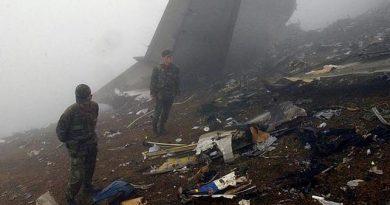 recuerdo las imágenes de TV días después de la tragedia, de restos personales esparcidos por una ladera envuelta en la niebla, en aquellas tierras lejanas de Trebizonda