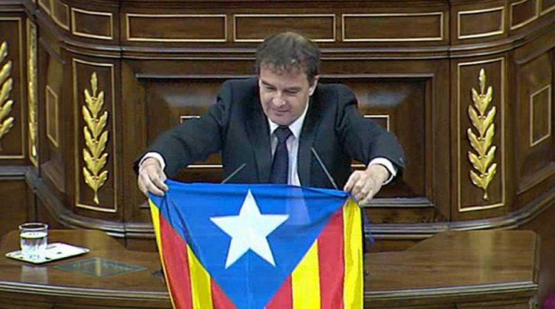 Alfred-Bosch-despliega-una-bandera-independentista-catalana-en-el-pleno-1024x576