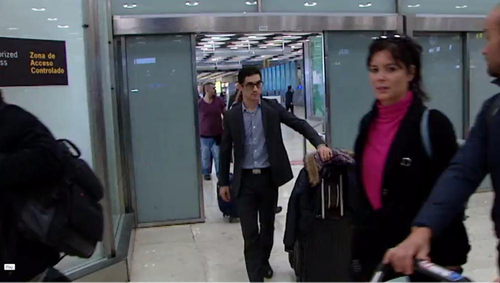 A Javier Fernández no le espera nadie a su llegada a españa.