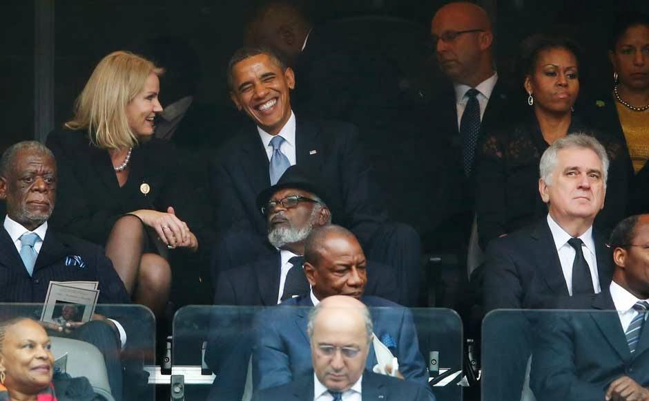 Michelle, finalmente, cambió el asiento a su marido y se colocó en medio