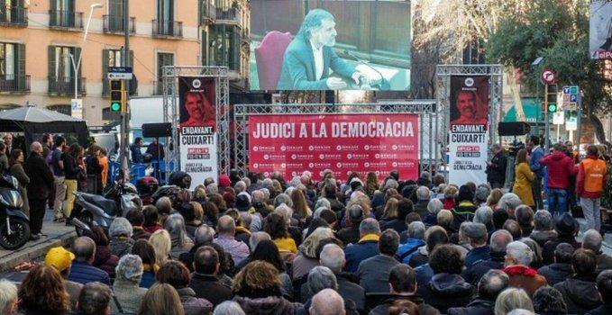 Opio de masas en Barcelona con  el juicio a los golpistas y las leyes