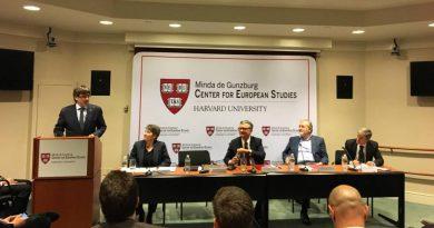 Ser un político lamentable es patético pero ir a Harvard para describir a España como un país atrasado y coercitivo es de impresentables