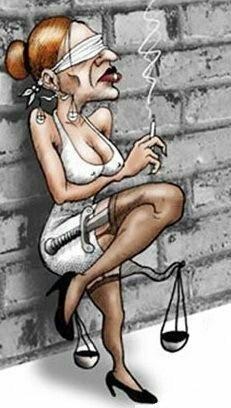 habria q considerar muy seriamente la posibilidad de sentar a la justicia en el banquillo. Y no tenerla haciendo esquinas
