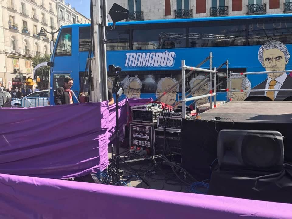 El Tramabús podemita anclado en la Puerta del Sol de Madrid