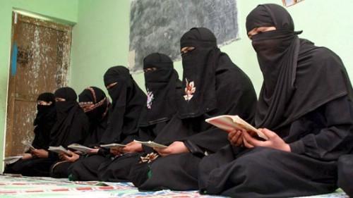 Jóvenes musulmanes en Cataluña, son radicalizados en escuelas coranicas del Magreb y del África Subsahariana