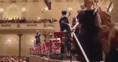 La Orquesta de Holanda abandona el escenario cuando su director quiso dar una conferencia