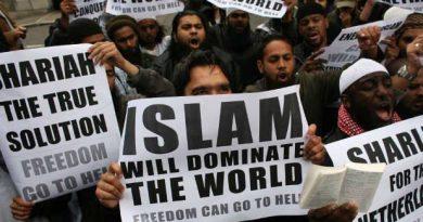 Ciudadanos británicos desean implantar la sharia como ley del estado. Es cuestión de tiempo y de cobardía. O se controla el descontrol...