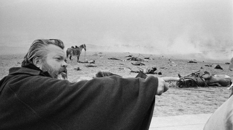 Orson Welles dirige la secuencia de la batalla. en Campanadas a medianoche