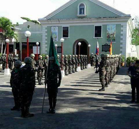 El Ejército de Filipinas rindiendo ayer homenaje a los soldados españoles que aguantaron un asedio de 337 días desde el 30 de junio de 1898