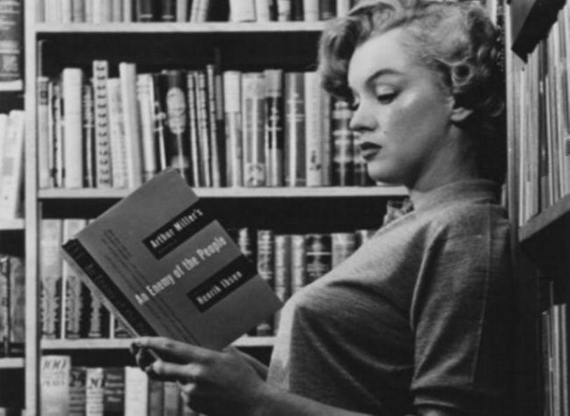 Marilyn Monroeen su biblioteca