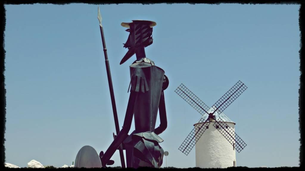 n esto, descubrieron treinta o cuarenta molinos de viento que hay en aquel campo, y así como don Quijote los vio